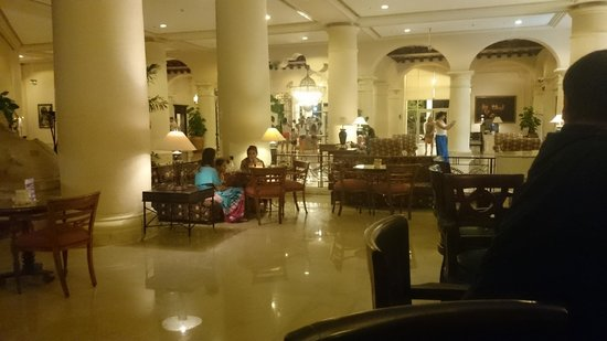 Sheraton Sharm Hotel, Resort, Villas & Spa: The very large lobby area