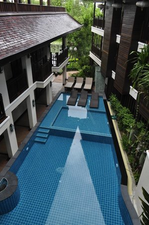 Viang Thapae Resort: pool and hotel