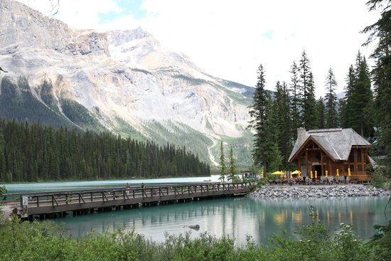 Emerald Lake chalet and background