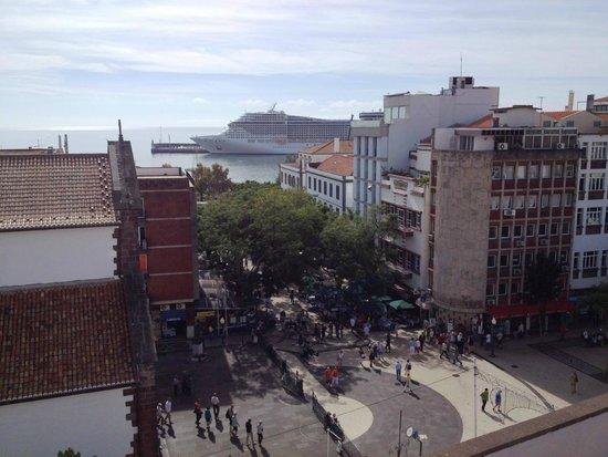 Albergaria Catedral : Fifth floor patio facing harbor and streets below