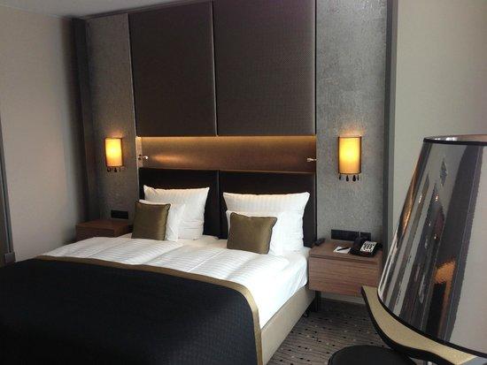Steigenberger Hotel Am Kanzleramt: stylisch, modern und lichtdurchflutet: Zimmer in der 7. Etage
