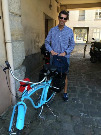 Blue Fox Travel: Picking up the bikes