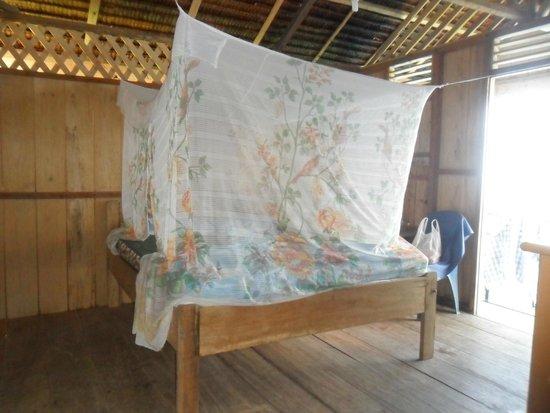 Poya Lisa Cottages : Cama de la habitacion