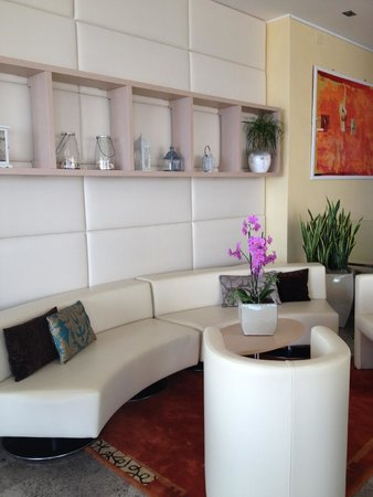 Rivamare Hotel: zona relax lettura reception