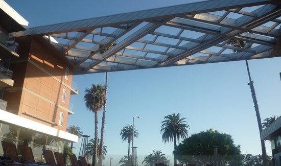 Shore Hotel: El hotel se ubica sobre la costanera de Santa Monica.