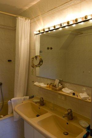 Reindl's Partenkirchner Hof: Bathroom