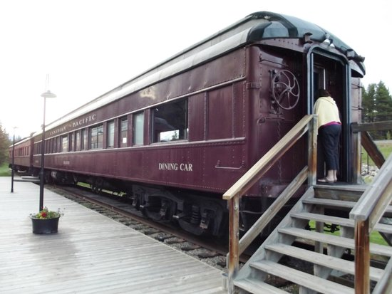 Lake Louise Station Restaurant : Historic RR cars
