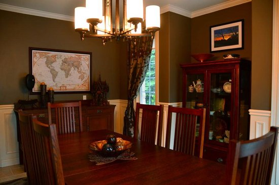 Explorer House Bed & Breakfast: Guest Dining Room