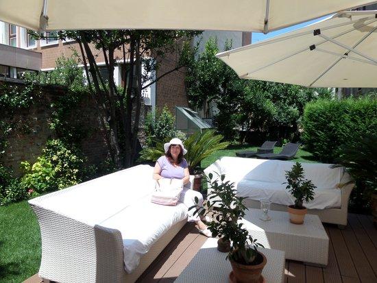 Hotel Moresco: Relaxing in the hotel garden