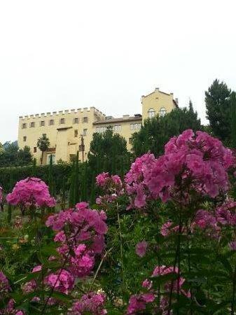 Trauttmansdorff Castle Gardens: Trauttmansdorff: The Casle with Flowers
