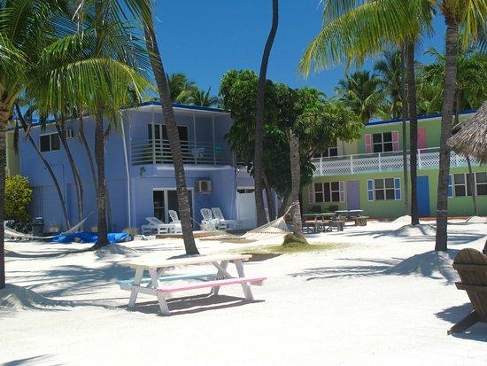 Drop Anchor Resort : tuin/ strand