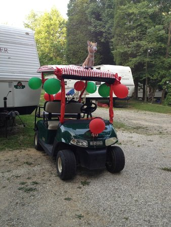 Lake Rudolph Campground & RV Resort: decorated golf cart