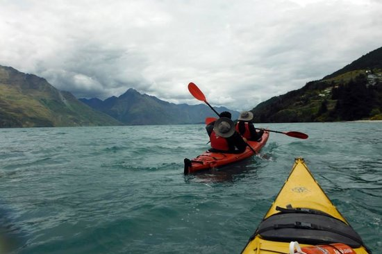 Queenstown Sea Kayaks: Kayaking in Lake Wakatipu