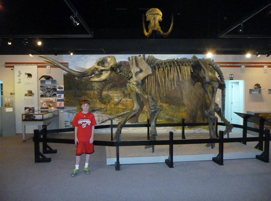 Saltville, Wirginia: Grandson Jack with mastadon and wooly mammoth exhibit