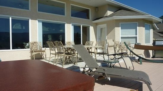 Royal Bed and Breakfast : Patio table, lounge chairs -- why not just kick back and enjoy!