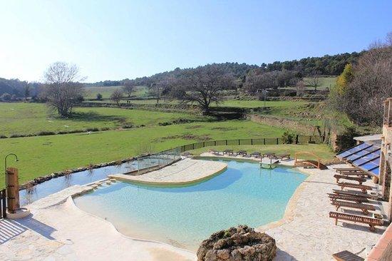 AUBERGE SAINT PIERRE : vue sur la piscine