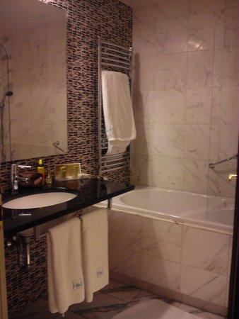 Eurostars David: Baño completo con bañera,secador y geles de baño