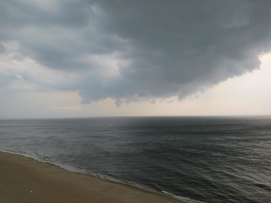 Wyndham Virginia Beach Oceanfront: Squalls out on the ocean