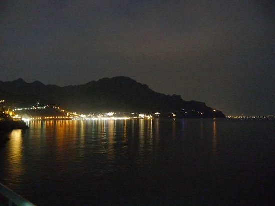 Villa San Michele: View of Minori at night