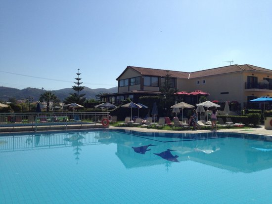 Amaryllis Hotel: Swimming pool at the right temperature
