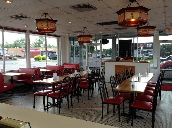 Clancy's Hamburgers: Seating Area
