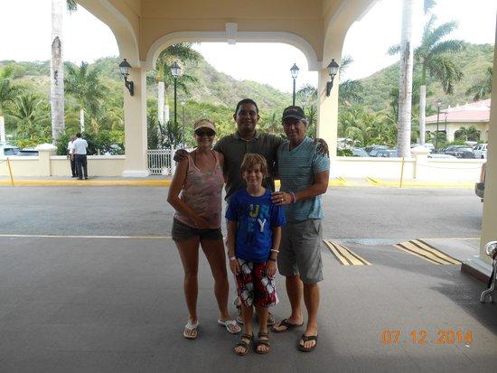 Guanacaste Viajes & Tours: Saying goodbye to Santos (in middle)