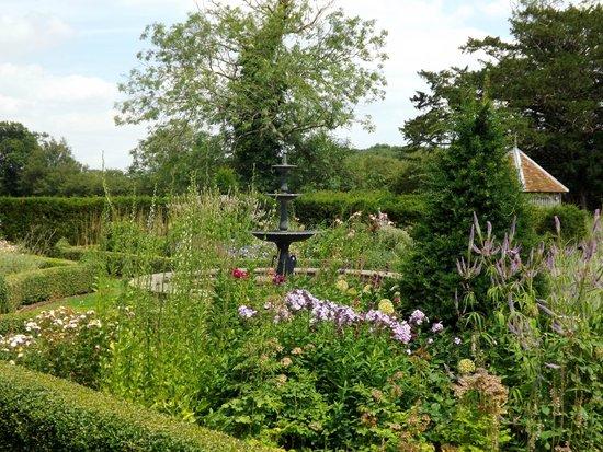 Crow's Hall: Gardens