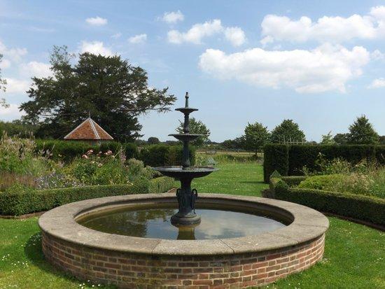 Crow's Hall: Fountain