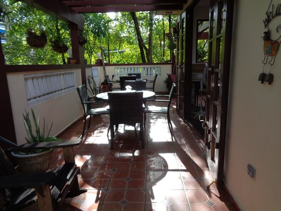 Casa Castellana Bed & Breakfast Inn: Breakfast on the terrace, heaven!