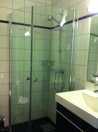 Frogner House Apartments - Skovveien 8: Shower