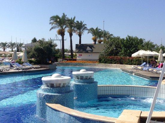 Holiday Village Turkey Hotel: Looking onto Pool