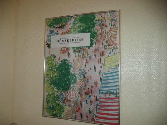Monopol Hotel: Постер на стене