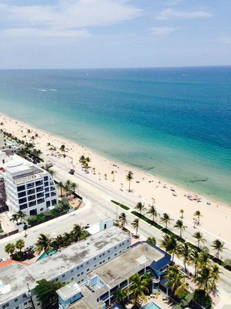 Fort Lauderdale Beach Resort: Beach from Room