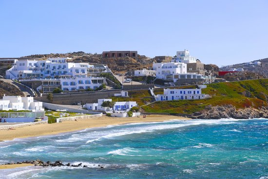 Bill & Coo Suites and Lounge : looking towards hotel from Mykonos Town