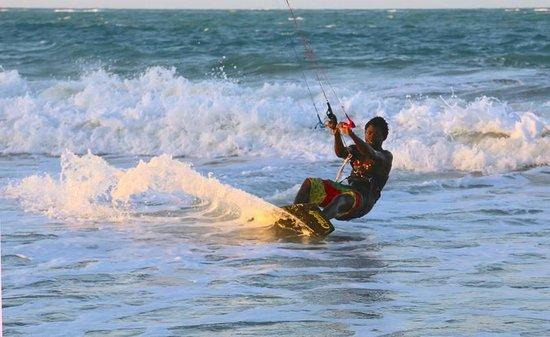Velero Beach Resort: Kiteboarder in Cabarete.
