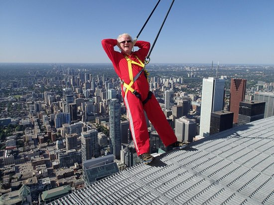 Edge Walk at the CN Tower : Relaxed