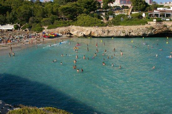 Club Hotel Tropicana Mallorca: Praia vista da falésia