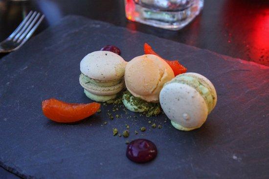 Mlýnec Restaurant : Pistachio Macaron, Apricots, Apricot Ice Cream