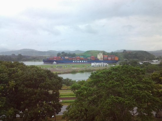 Holiday Inn Panama Canal: Ship