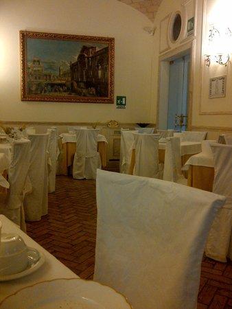 Hotel Flavia: el encanto de desayunador- tomada con mi telefono