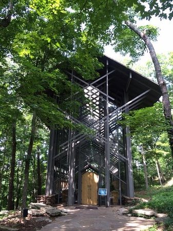 Thorncrown Chapel: chapel in the hills