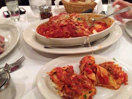 Carmine's : Lasagna.... More than 3 of us could eat.  Very good.