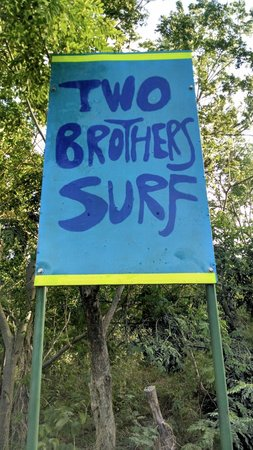 Two Brothers Surf Resort: Look for the landmark sign which marks entry to the property.