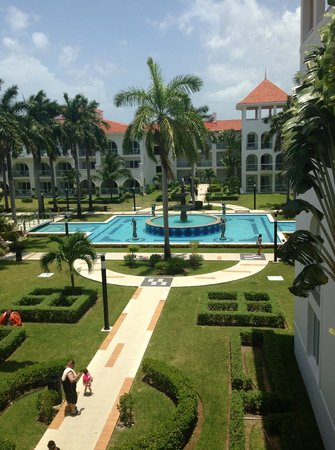 Hotel Riu Palace Mexico: manicured grounds