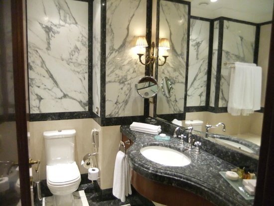 Hotel Grande Bretagne, A Luxury Collection Hotel: Luxurious bathroom