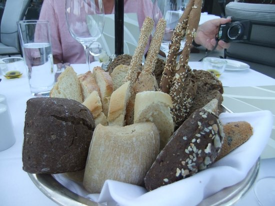 Hotel Grande Bretagne, A Luxury Collection Hotel: Bread with dinner!