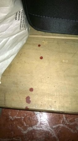 Hotel Inca Real : unexplained blood possibly from nail under desk