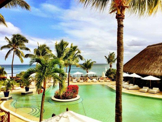Maritim Resort & Spa Mauritius: Blick vom Hauptrestaurant auf die Poolanlage