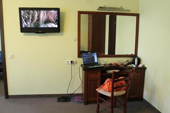 M-Hotel: большой плазменный телевизор и подключение к интернету.