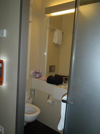 easyHotel Berlin Hackescher Markt: bathroom